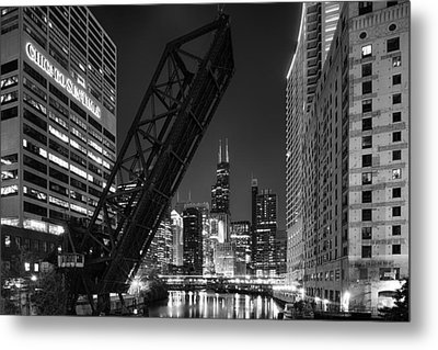 Kinzie Street Railroad Bridge At Night In Black And White Metal Print by Sebastian Musial