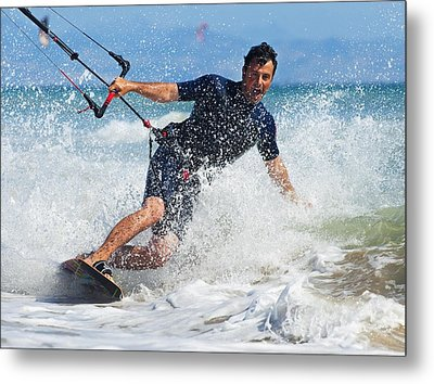 Kite Surfing In Front Of Hotel Dos Metal Print by Ben Welsh