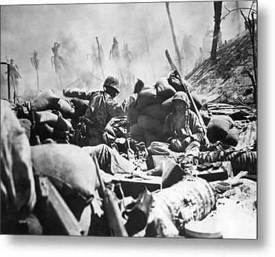 Marines Fight At Tarawa Metal Print by Underwood Archives