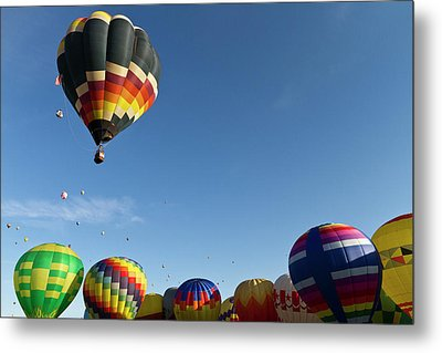 Mass Ascension At The Albuquerque Hot Metal Print by William Sutton