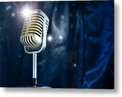 Microphone Metal Print by Les Cunliffe