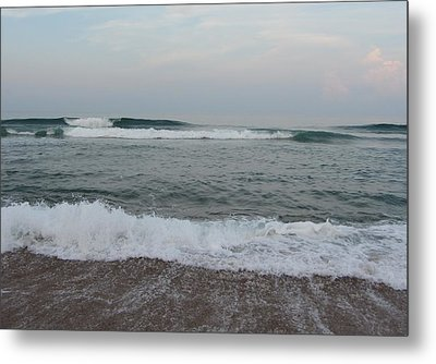 Metal Print featuring the photograph Ocean At Buxton Nc 7 by Cathy Lindsey