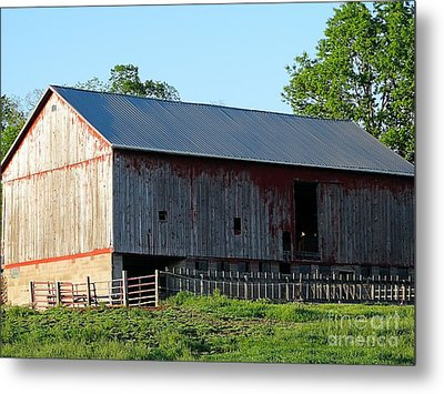 Old Barn Metal Print by Gena Weiser