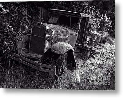 Old Model T Ford In The Jungle Maui Hawaii Metal Print by Edward Fielding