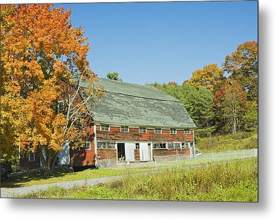 Old Red Barn In Maine Metal Print