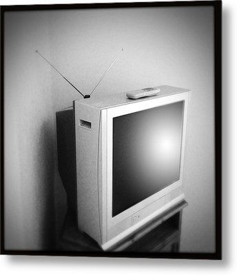 Old Television Metal Print by Les Cunliffe