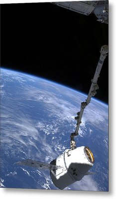 Spacex Dragon Capsule At The Iss Metal Print by Science Photo Library
