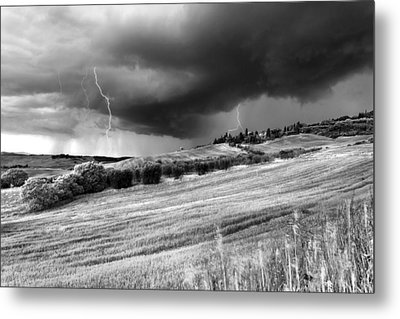 Storm Approcing The Tuscan Countryside Metal Print by Yuri Santin