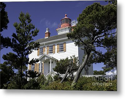 Yaquina Bay Lighthouse Metal Print by Tim Moore