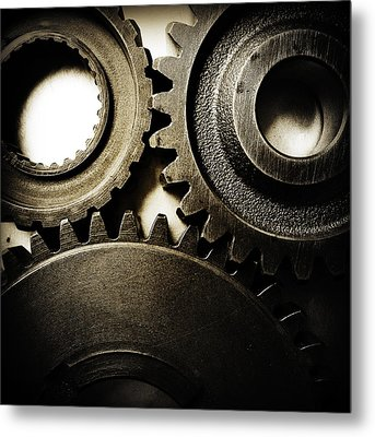 Cogs Metal Print by Les Cunliffe