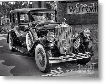 1931 Pierce Arrow Black And White Metal Print by Kevin Ashley