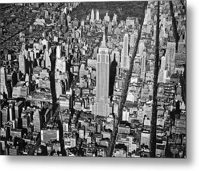 1934 Aerial View Of Manhattan Metal Print by Underwood Archives
