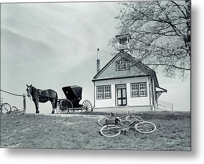 1950s Amish One-room Schoolhouse At Top Metal Print