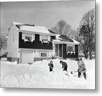 1950s Mother & 2 Sons In Front Of House Metal Print