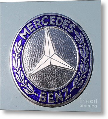 1967 Mercedes Benz Logo Metal Print by John Telfer