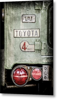 1969 Toyota Fj-40 Land Cruiser Taillight Emblem -0417ac Metal Print