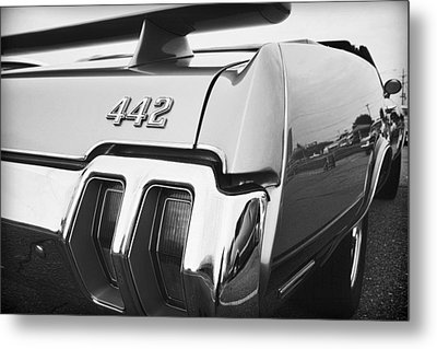 1970 Olds 442 Black And White Metal Print by Gordon Dean II