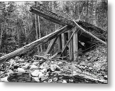 19th Century Timber Bridge - Boston And Maine Railroad New Hampshire Usa Metal Print by Erin Paul Donovan