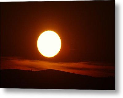 A Slow Red Sunset Metal Print by Jeff Swan