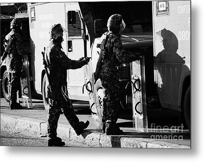 British Army Soldiers In Riot Gear On Crumlin Road At Ardoyne Shops Belfast 12th July Metal Print
