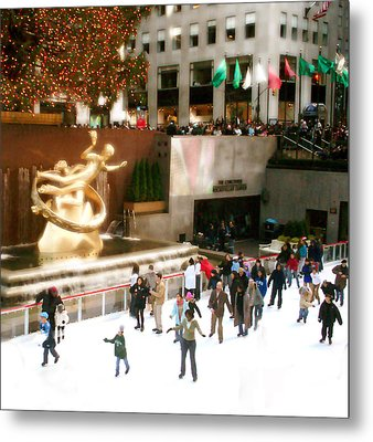 Metal Print featuring the photograph Christmas In New York by Raymond Earley