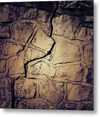 Cracked Wall Metal Print by Les Cunliffe