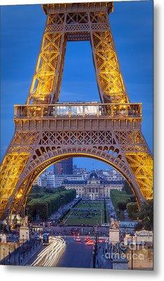 Eiffel Tower At Twilight Metal Print by Brian Jannsen