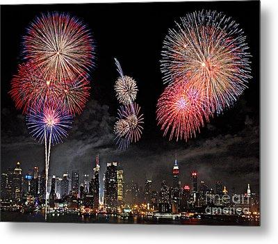 Fireworks Over New York City Metal Print by Roman Kurywczak