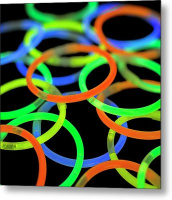 Glowstick Bangles Metal Print by Science Photo Library