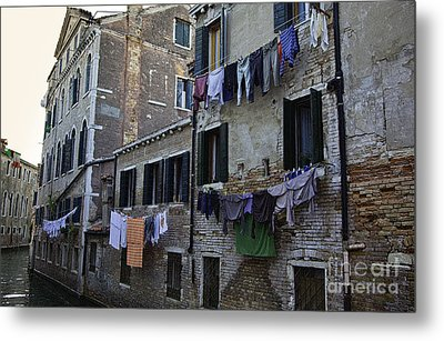 Hanging Out To Dry In Venice Metal Print