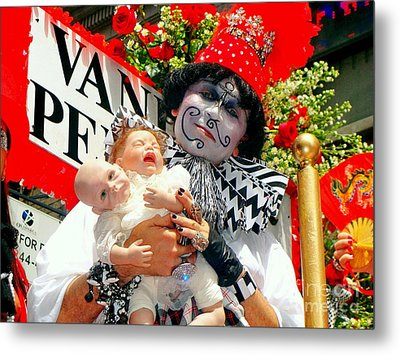 Metal Print featuring the photograph 2 Heads Are Better Than One by Ed Weidman