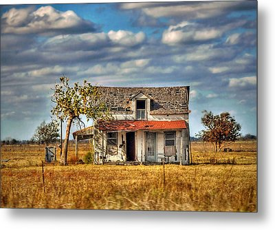Metal Print featuring the photograph Old Home by Savannah Gibbs