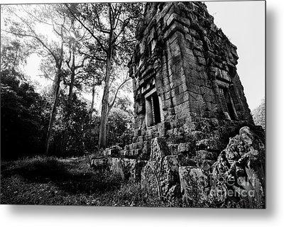 Ruin At Angkor Wat Metal Print by Julian Cook