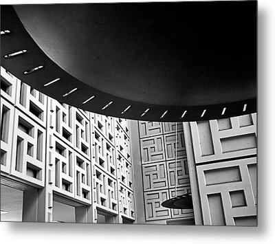 Ufos In A Maze Metal Print by Bob Wall