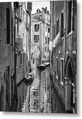 Venetian Alleyway Metal Print by William Beuther