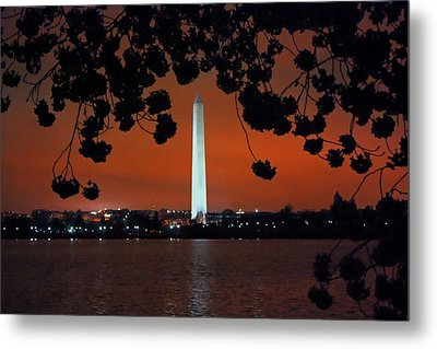 Metal Print featuring the photograph Washington Monument by Suzanne Stout