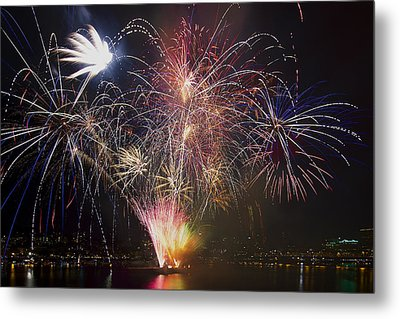 2013 Independence Day Fireworks Display On Portland Oregon Water Metal Print by David Gn