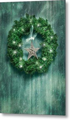 Christmas Garland Metal Print by Amanda Elwell