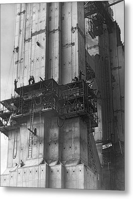 Ggb Tower Under Construction Metal Print by Underwood Archives
