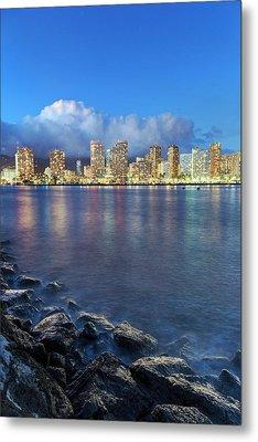 Honolulu Skyline Metal Print by Babak Tafreshi