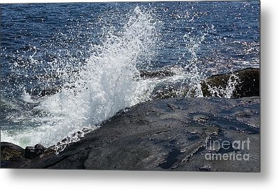 Ocean Waves Metal Print by Rose Wang