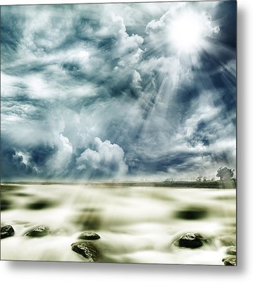 Sunlight Metal Print by Les Cunliffe