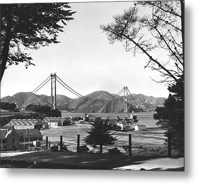 Golden Gate Bridge Work Metal Print by Underwood Archives