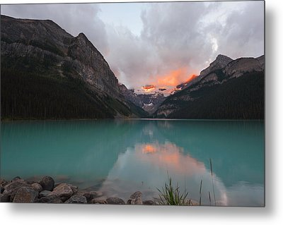 Lake Louise Sunrise Metal Print by Yue Wang
