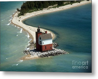 Round Island Lighthouse, Mi Metal Print by Bruce Roberts