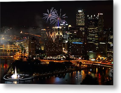 4th Of July Firworks In Pittsburgh Metal Print by Jetson Nguyen
