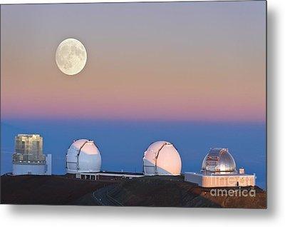 Observatories On Summit Of Mauna Kea Metal Print by David Nunuk