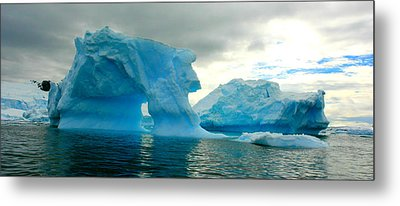 Metal Print featuring the photograph Icebergs by Amanda Stadther