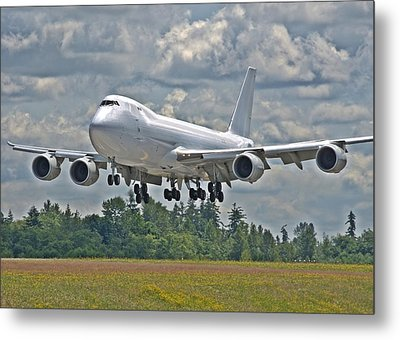 Metal Print featuring the photograph 747 Landing by Jeff Cook