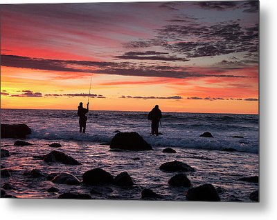 A Couple Of Fishermen Catch A Good Metal Print by Robbie George